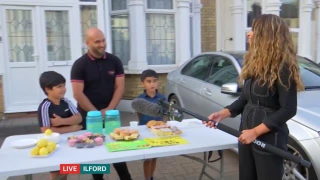 vídeos de stock, filmes e b-roll de children raise money for yemen humanitarian crisis by selling 'lemonade for yemen aid'; england: london: ilford: ext mikaeel ishaaq, shakil moosa and... - ilford