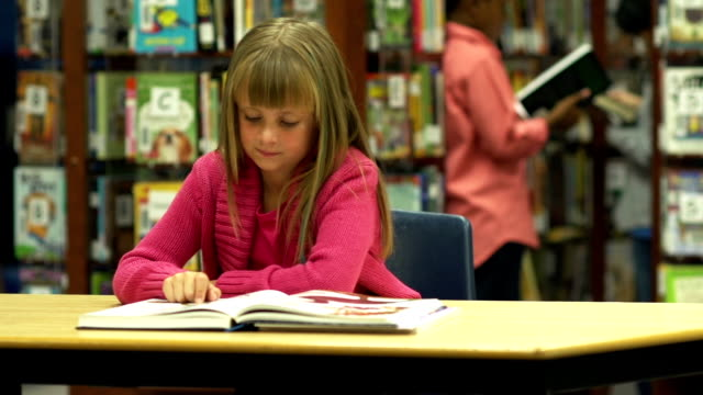 children reading in library - elementary age stock videos & royalty-free footage