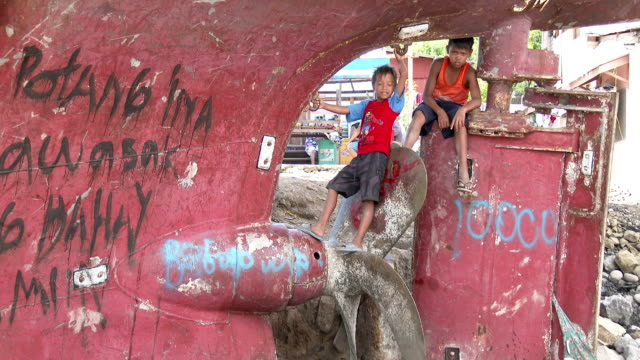 children sit on ship propeller in philippines slum - homelessness stock videos & royalty-free footage
