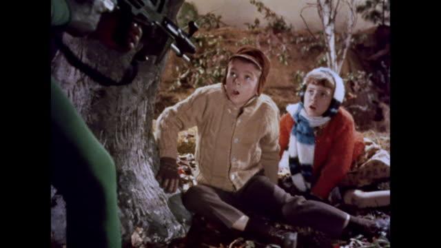 vídeos de stock, filmes e b-roll de 1964 children speak to martians - alienígena