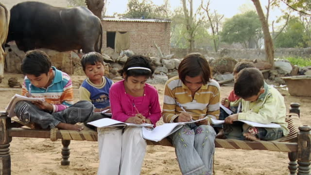 MS Children (2-11) studying together / Hasanpur, Mewat, Haryana, India