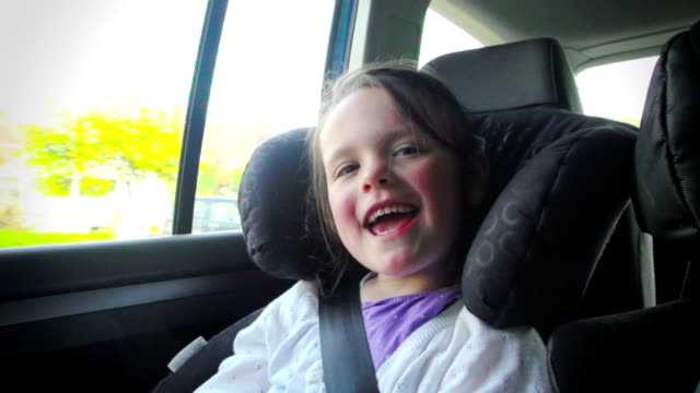 stockvideo's en b-roll-footage met children traveling in a family car - opwinding