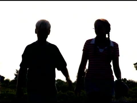 children walking outdoors - gemeinsam gehen stock-videos und b-roll-filmmaterial