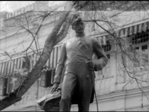 children walking up sidewalk small group of worcestershire regiment soldiers in uniform rifles over shoulders walking down walkway ms sir frank... - マレーシア点の映像素材/bロール