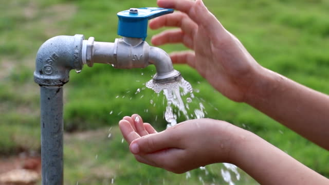 Children wash face with tap water.