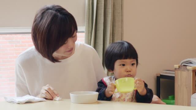 children who eat a eat between meals - カップ点の映像素材/bロール