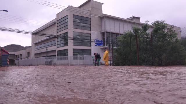 Chile rushed in the army and urged people to flee Wednesday after heavy rains flooded towns across the northern region of Atacama prompting the...