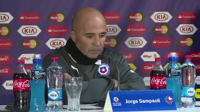 Chile vencio con lo justo 10 a Uruguay y avanzo a semifinales de la Copa America2015 en un partido con mucha tension y agresividad que dejo a los...