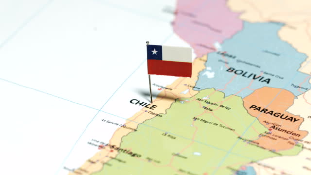 chile mit nationalflagge - chile stock-videos und b-roll-filmmaterial