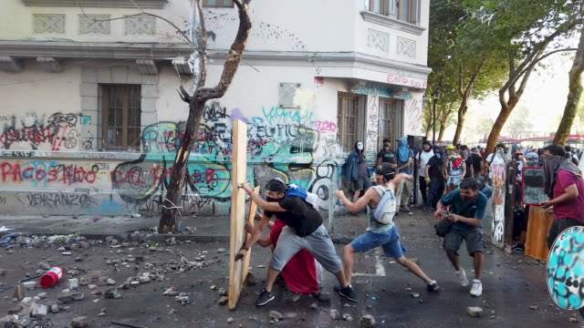 chilean demostrar protest against government of president sebastian piñera on november 19, 2019 in santiago, chile. representatives from several... - looting stock videos & royalty-free footage