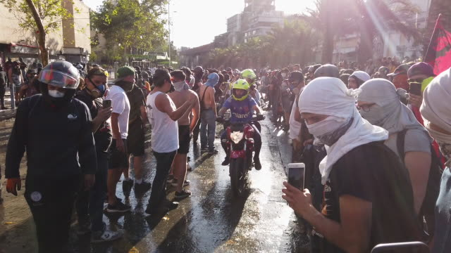 chilean demostrators protest against government president sebastian piñera on november 27 2019 in santiago chile earlier today president piñera urged... - fare video stock e b–roll