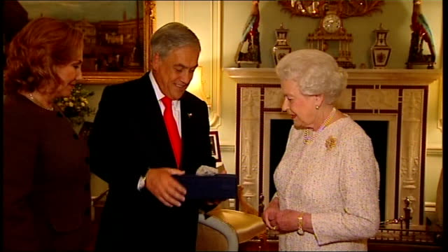 Chilean president meets Queen and David Cameron ENGLAND London Buckingham Palace PHOTOGRAPHY ** Sebastian Pinera presenting Queen Elizabeth II with...