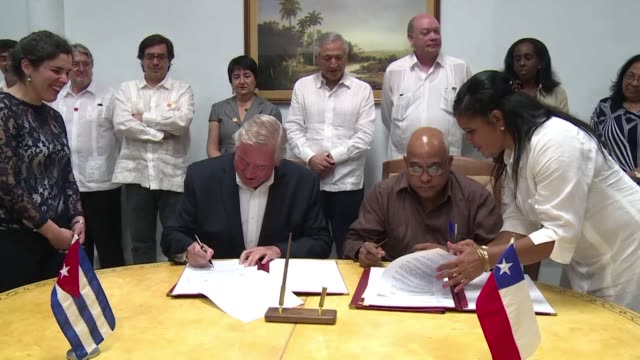 chiles foreign minister heraldo munoz closed a highly symbolic visit to cuba with a hommage to chiles first socialist president salvador allende who... - salvador allende stock videos & royalty-free footage