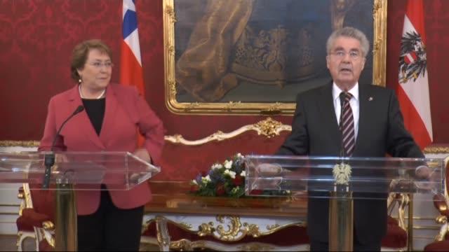 chile's president michelle bachelet attends a press conference with austrian president heinz fischer after a meeting at the hofburg palace in vienna... - österreichische kultur stock-videos und b-roll-filmmaterial