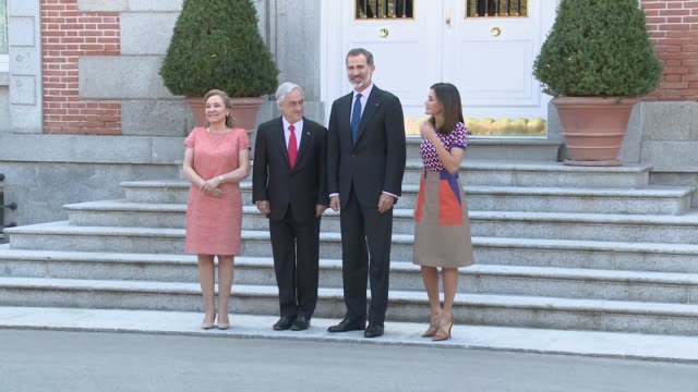 vídeos de stock e filmes b-roll de chile's president sebastian pinera and the spain's king felipe vi, before holding a meeting at la zarzuela palace in madrid - palace