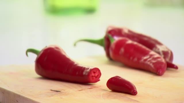 chili pepper - 赤唐辛子点の映像素材/bロール