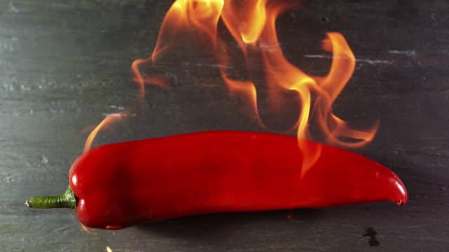 vídeos y material grabado en eventos de stock de chilli on fire - fosforo