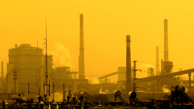vídeos de stock e filmes b-roll de chimney factory polluted air - chaminé de fábrica