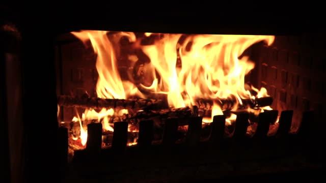kamin feuer - brennbar stock-videos und b-roll-filmmaterial