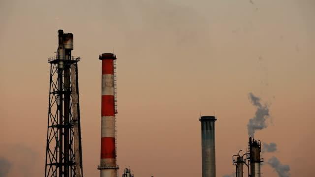 化学工場の煙突 - 発電所点の映像素材/bロール