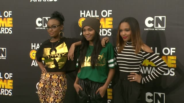 china anne mcclain sierra mcclain and lauryn mcclain at cartoon network hosts fourth annual hall of game awards at barker hangar on february 15 2014... - barker hangar stock-videos und b-roll-filmmaterial