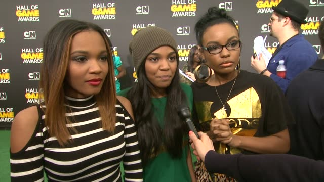 interview china anne mcclain sierra mcclain and lauryn mcclain on seeing jason derulo on sports and on the olympics at cartoon network hosts fourth... - barker hangar stock-videos und b-roll-filmmaterial