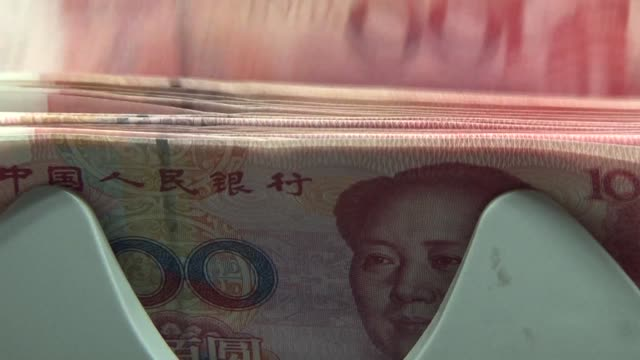 china cut the value of the yuan against the dollar for a second consecutive day trimming the reference rate by 162 percent and sending a new... - chinese currency stock videos & royalty-free footage