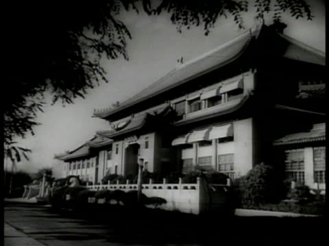stockvideo's en b-roll-footage met china flag w/ star in center ws imperial building ms general chiang kaishek standing w/ wife mayling soong ws chinese independence hall - chiang kai shek