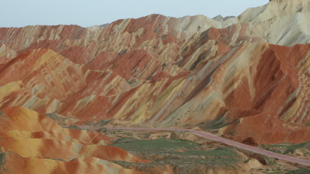 china, gansu zhangye danxia national geopark, view of the colorful mountains - nationalpark stock-videos und b-roll-filmmaterial