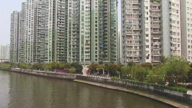 ms, tu, china, shanghai, the bund, apartment buildings at huangpu river - river huangpu stock videos & royalty-free footage