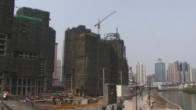 ms, pan, china, shanghai, the bund, apartment buildings at huangpu river - river huangpu stock videos & royalty-free footage