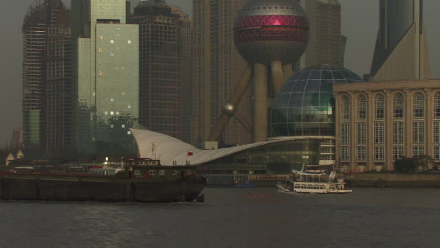 MS, TU, China, Shanghai, Tour boat passing Oriental Pearl Tower