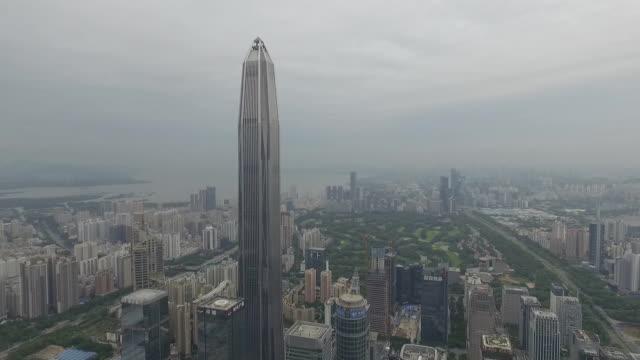 中国シェンゼン航空ビデオ、金融センターから市役所まで右から左パンへ - 連続するイメージ点の映像素材/bロール