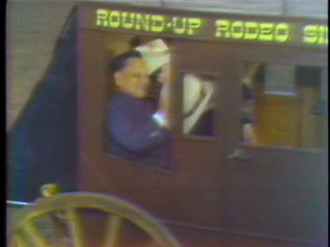 vídeos de stock e filmes b-roll de china's vice chairman teng hsiao-ping waves his cowboy hat from a stagecoach at a texas rodeo. - presidente de empresa