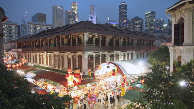 tl chinatown against the backdrop of  modern singapore - chinesisches laternenfest stock-videos und b-roll-filmmaterial