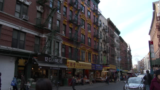 chinatown / little italy, nyc - mott street apartments - lower east side bildbanksvideor och videomaterial från bakom kulisserna