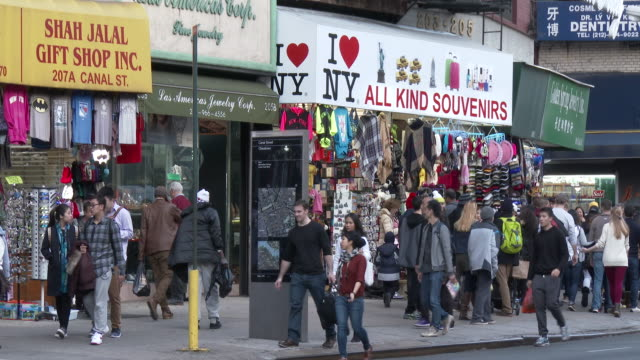 chinatown, nyc - canal street souvenir shops & jewelry stores - お土産点の映像素材/bロール