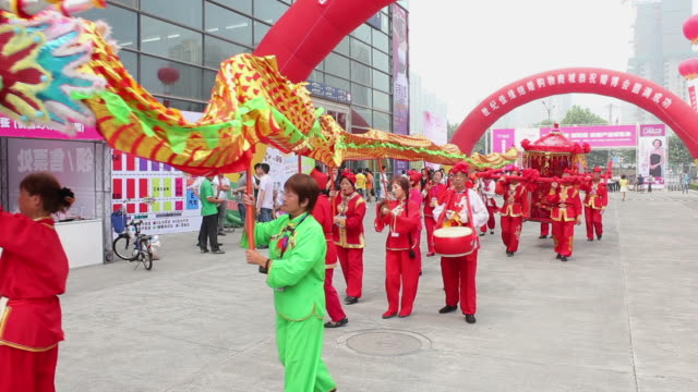 vidéos et rushes de ws chinese ancient style wedding celebration/xian,shaanxi,china - chinois