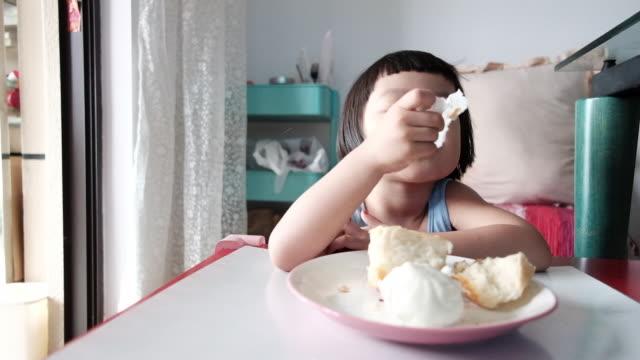 vídeos y material grabado en eventos de stock de niña china - niñas bebés