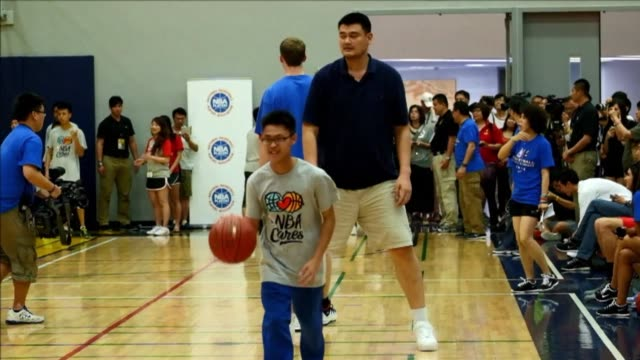 Chinese basketball star Yao Ming denies a report that he was lining up investors to bid for the NBAs Los Angeles Clippers if embattled owner Donald...