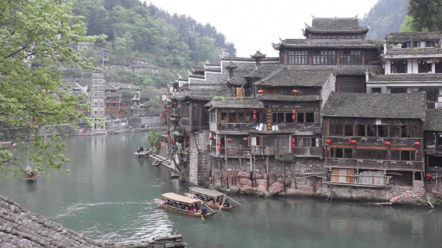 chinese boats rowing abreast, hanging feet hut and pagoda - side by side stock videos & royalty-free footage