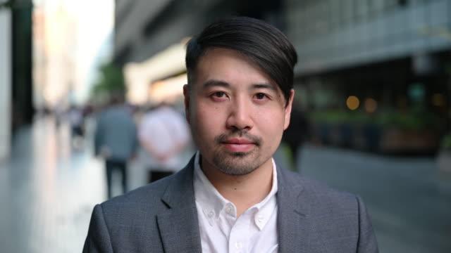 chinesischer geschäftsmann headshot porträt - east asian ethnicity stock-videos und b-roll-filmmaterial