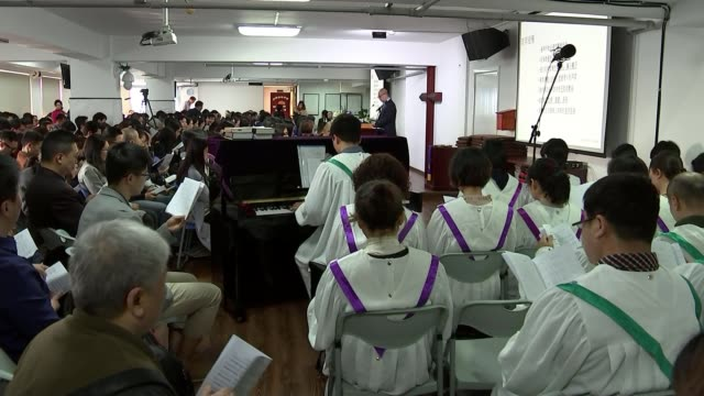 Chinese Christians fear crackdown on religious freedom CHINA Chengdu INT Various of people singing hymn as attending Christian church service