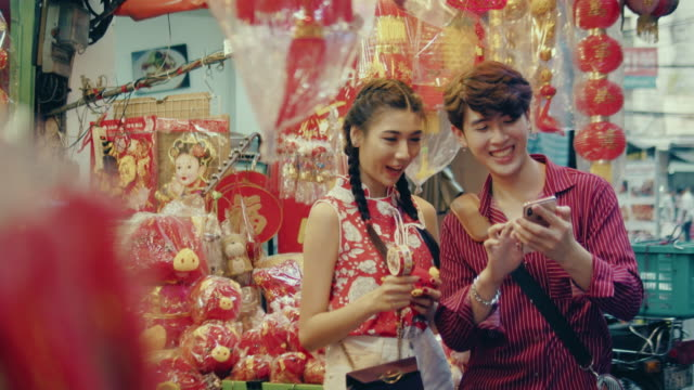 Chinese couple shopping in street market.
