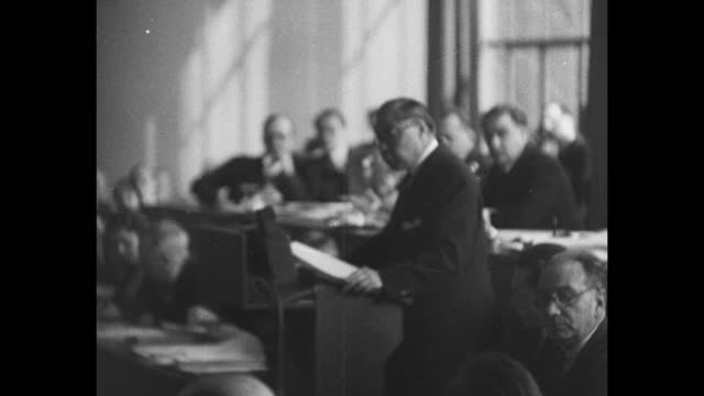 chinese delegate w. w. yen speaks to assembled members of league of nations, protesting japan's occupation of manchuria - 満州地方点の映像素材/bロール