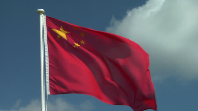 zi, ecu, chinese flag flapping against sky - chinese flag stock videos & royalty-free footage