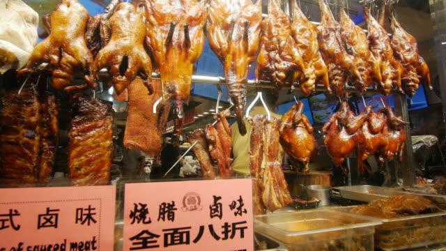 chinese food vendor - endast en medelålders man bildbanksvideor och videomaterial från bakom kulisserna