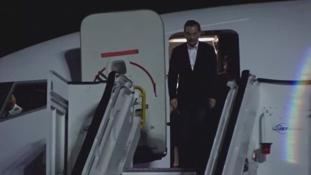 vídeos de stock e filmes b-roll de chinese foreign minister wang yi arrives in the dominican republic on the first official visit of a diplomat of his ranking after the two countries... - hispaniola