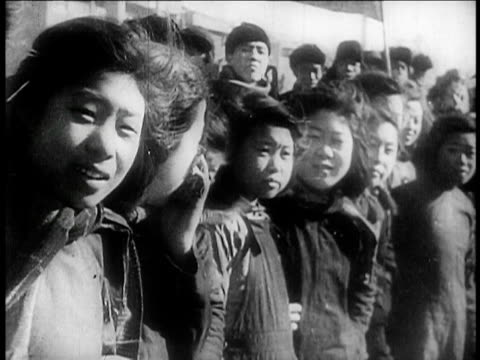 chinese girls looking on / china / educational - 1949 bildbanksvideor och videomaterial från bakom kulisserna