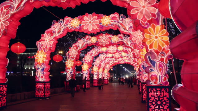 ws chinese lantern festival celebrations/xian,shaanxi,china - chinesisches laternenfest stock-videos und b-roll-filmmaterial